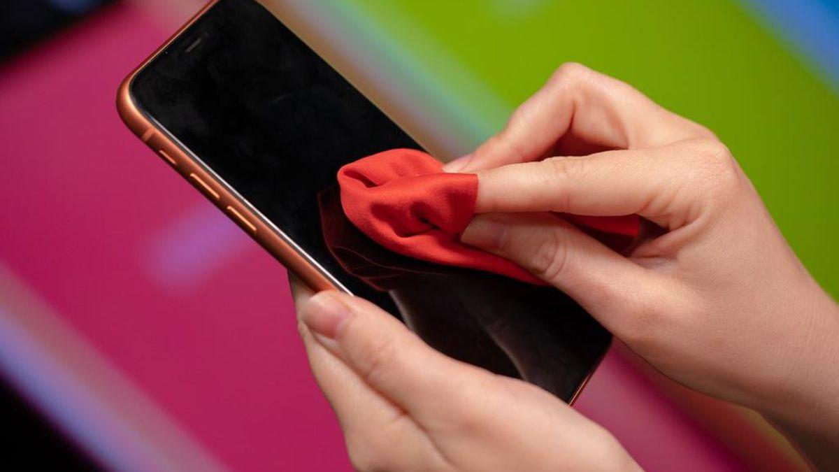 स्मार्टफोनमा ९ दिनसम्म बस्छ कोरोनाभाइरस - यसरी सफा गर्नुहोस् !